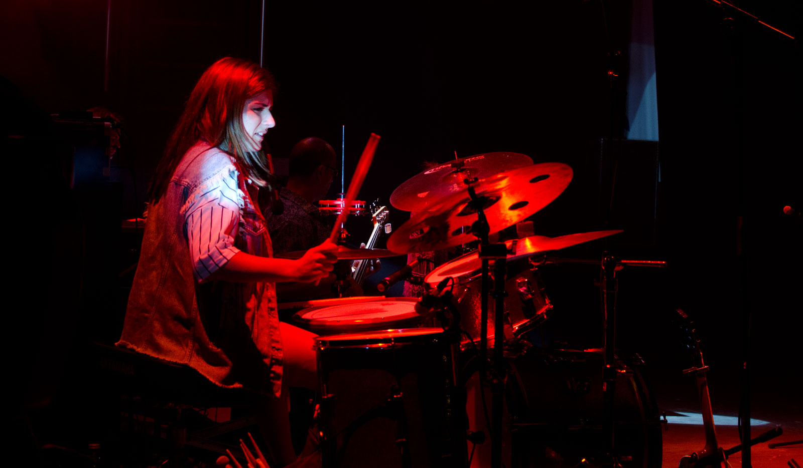 naima acuna, drummer performing in Cambados